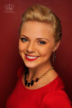 Official_headshot_of_Miss_Alaska_2015_fo
