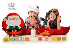 Funny_christmas_portrait_kids_christmas_photographer_Anchorage_Alaska_Eagle_River_Alaska_christmas_p