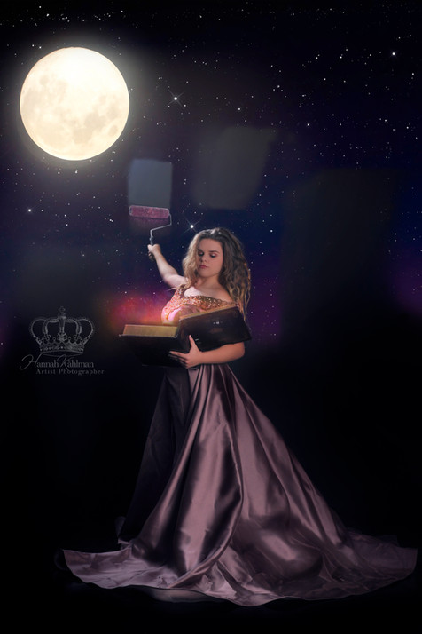 Fantasy_moon_photo_of_hs_senior_girl_fan