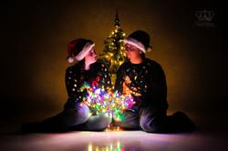 Fun_Christmas_photos_in_studio_for_coupl