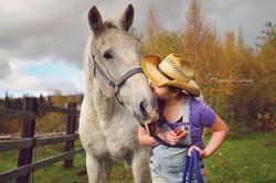 Outdoor_photo_of_girl_and_horse_in_Wasilla_Alaska_by_Eagle_River_Anchorage_Alaska_family_hs_senior_p
