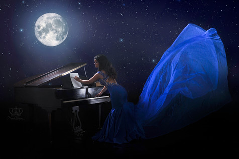 Fantasy_photo_of_woman_by_piano_and_moon