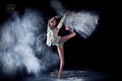 Fine_art_photo_of_ballet_dancer_and_flou