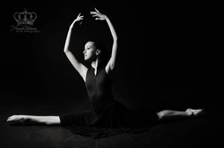 Photo_of_Ballet_dancer_in_studio_from_Al