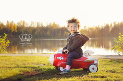 Cute_girl_outdoors_photo_in_park_by_lake_family_child_photographer_Anchorage_Alaska_Eagle_River_Alas