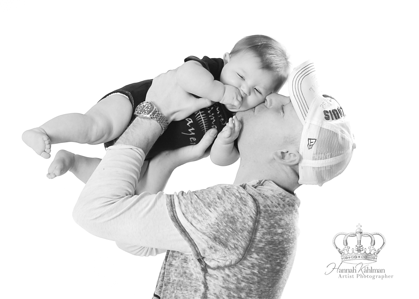 Dad_kissing_baby_in_studio_photo_black_a