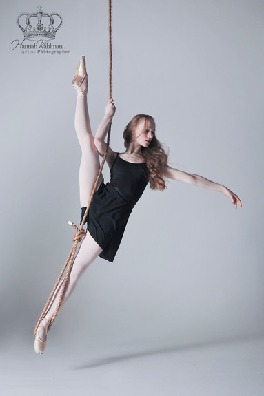 Ballet_dancer_hanging_from_rope_in_dance