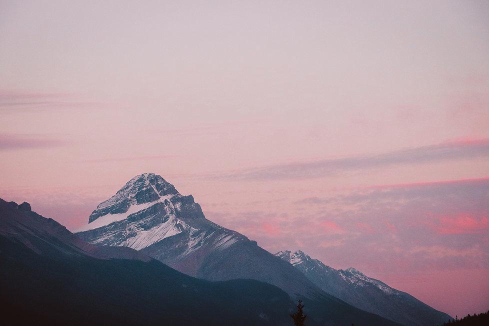 mountains-3959198_1920.jpg