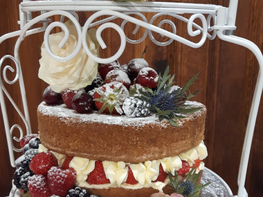 Cakes & fruit