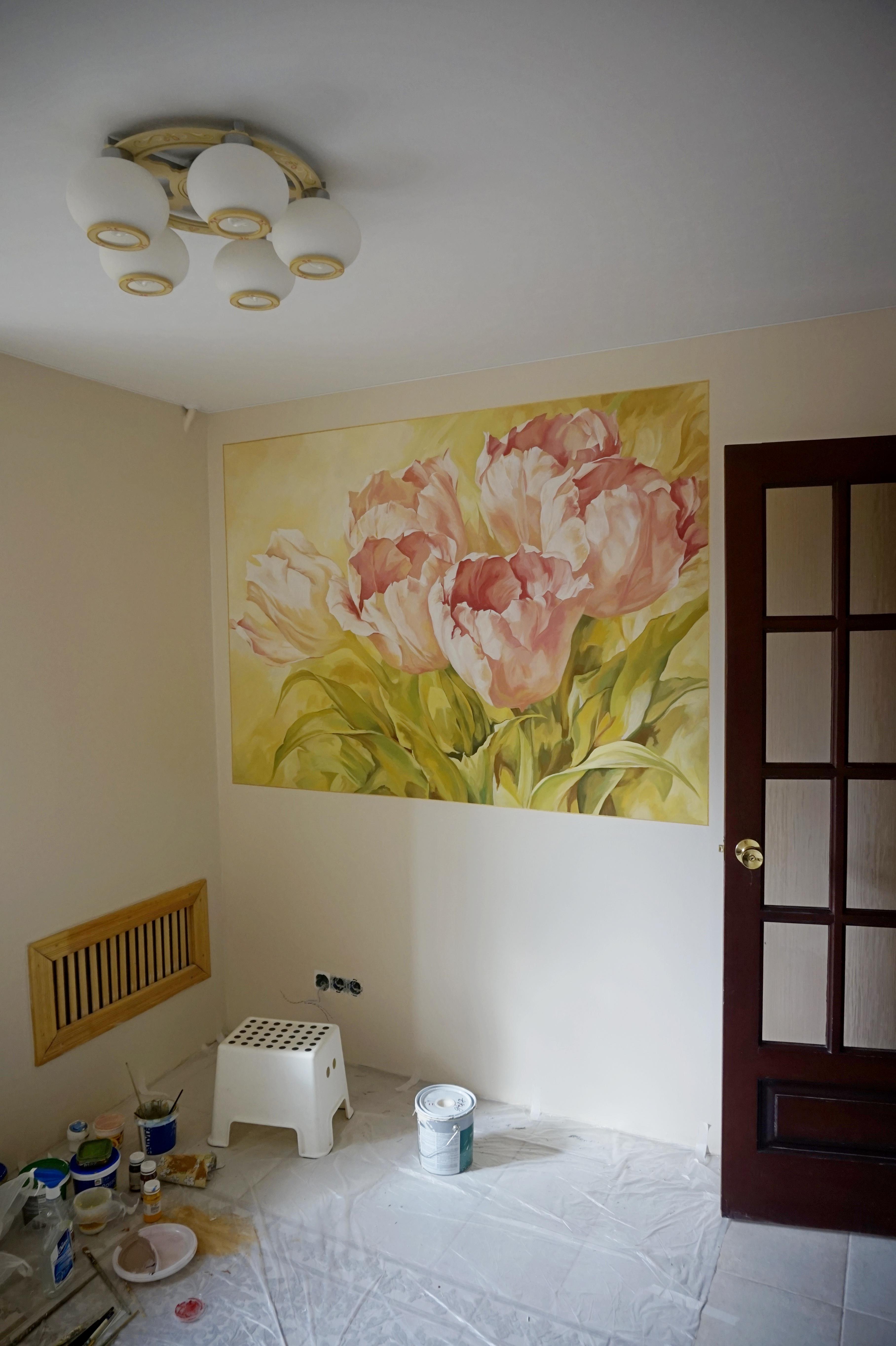 Тюльпаны. Роспись на кухне