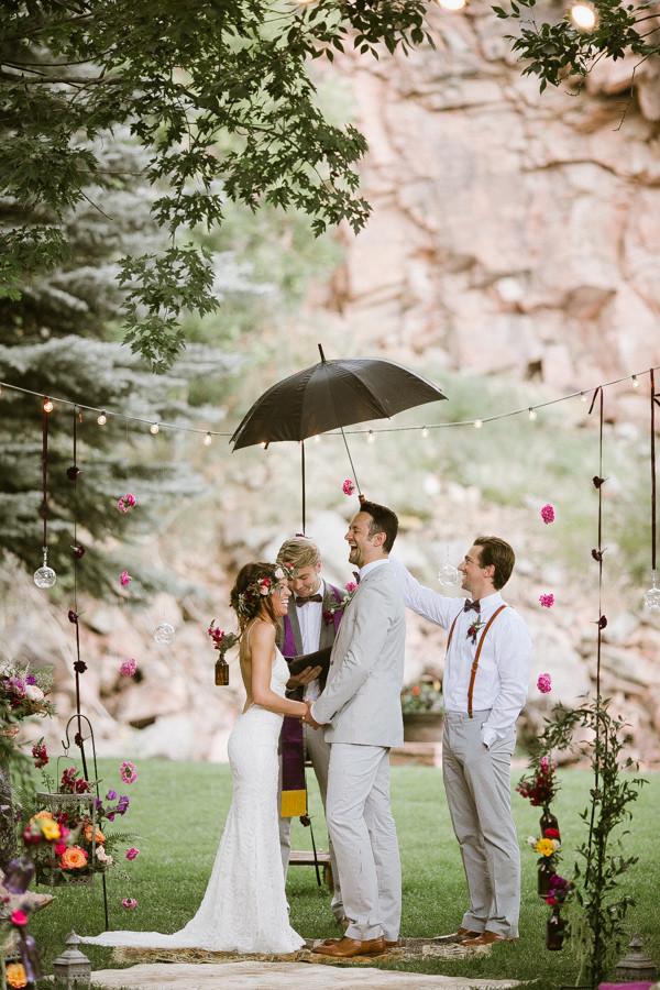 Ceremonia de Boda bajo la lluvia.