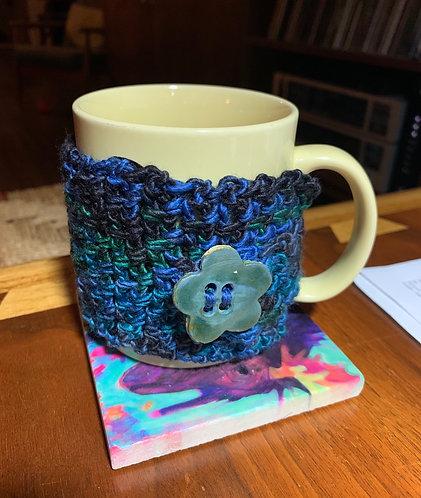 Mug Cozy, Emerald Mixed yarn, Flower ceramic button