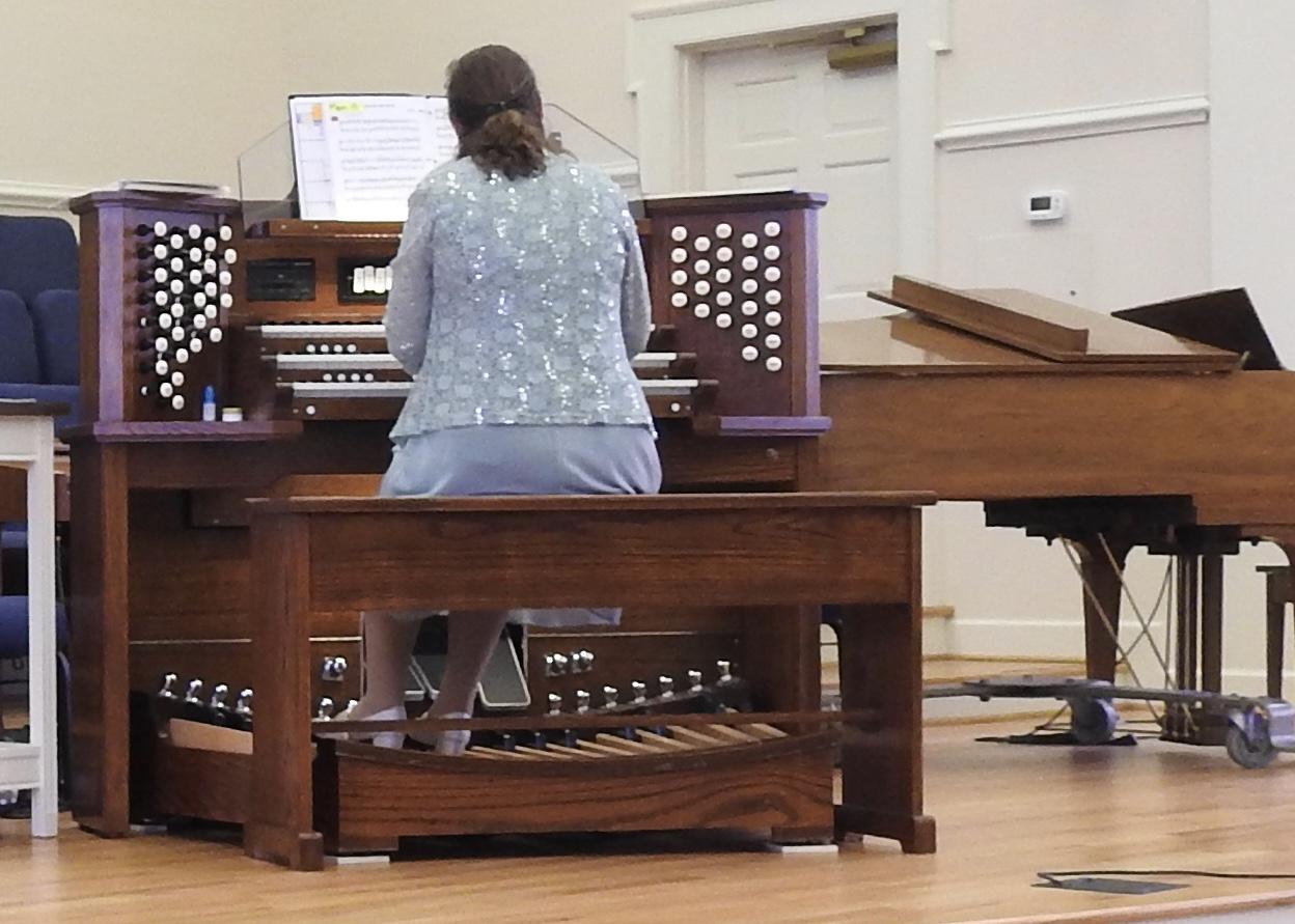Kelly plays the dedicatory recital