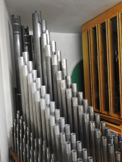 Great pipes in front of Choir shades