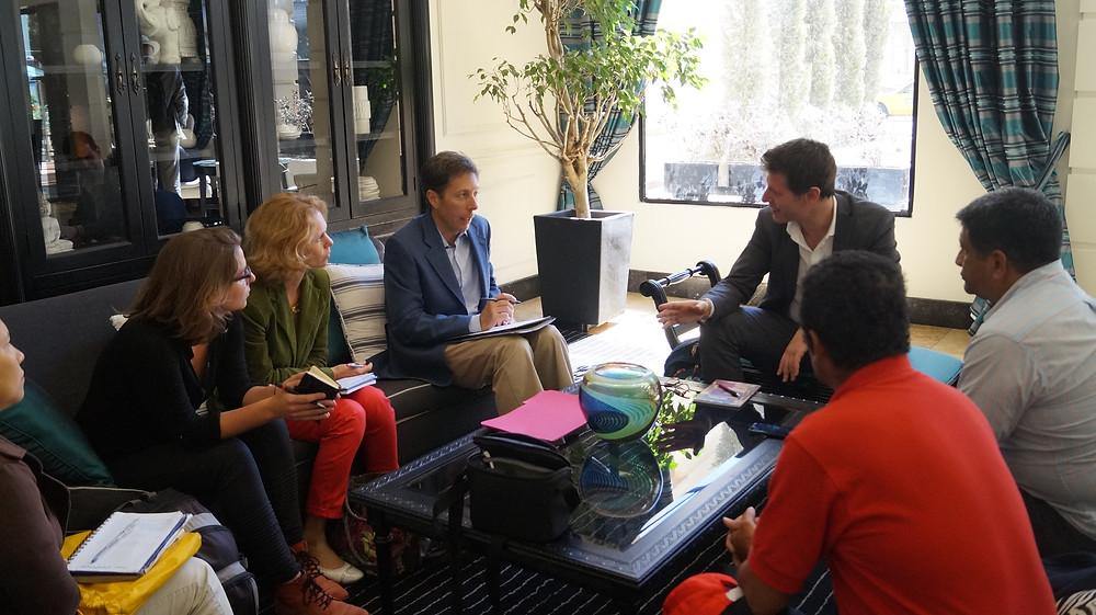 Reunión con Ignazio Corrao Parlamentario europeo que visito Ecuador por el Habitat III..... Recibió a ASTAC para conocer la violación de derechos en la agroindustria ecuatoriana