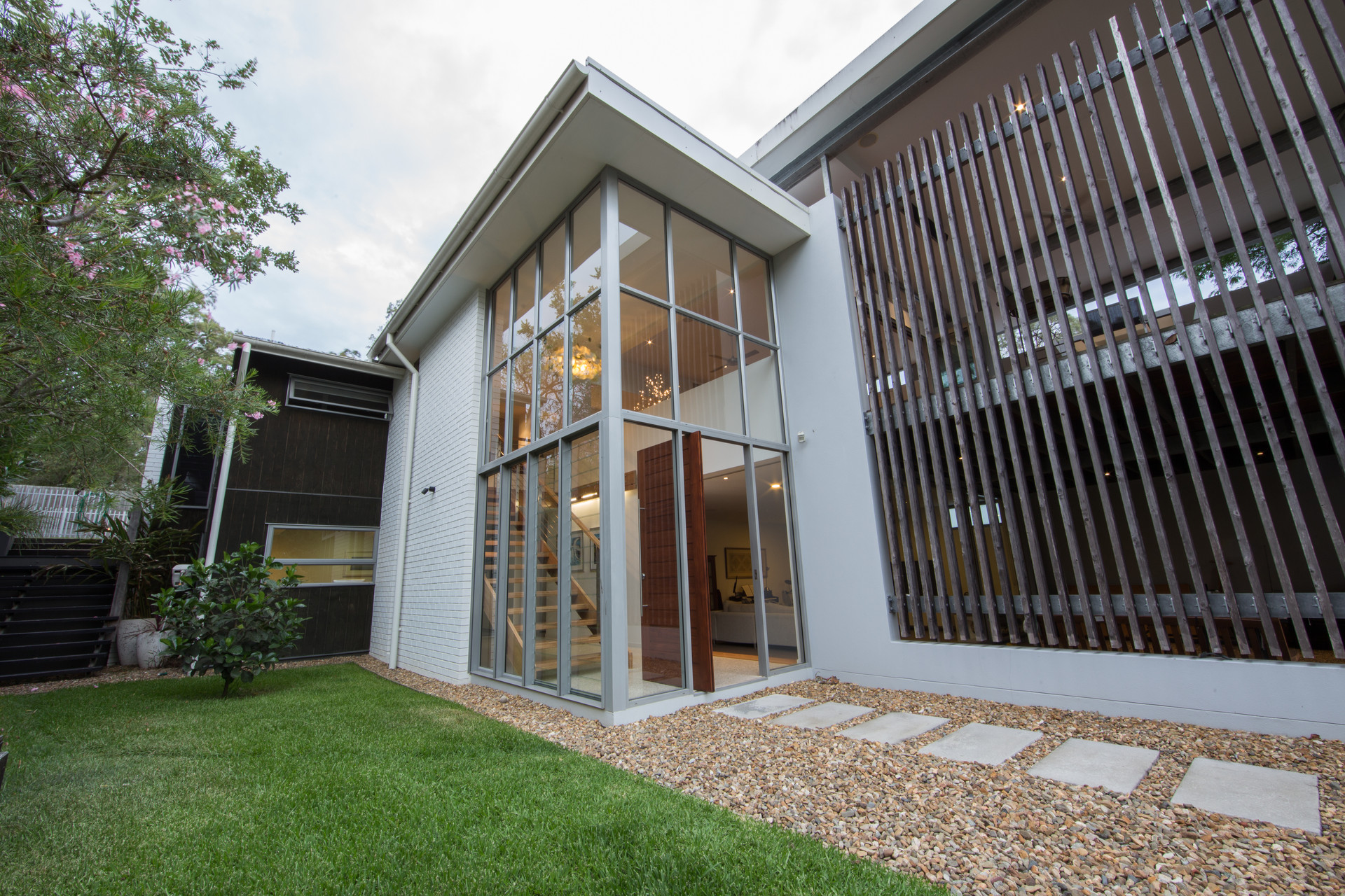 INDOOROOPILLY RESIDENCE 01