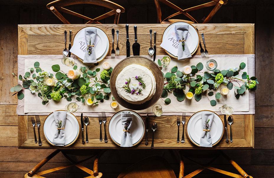 Feestelijke dinertafel
