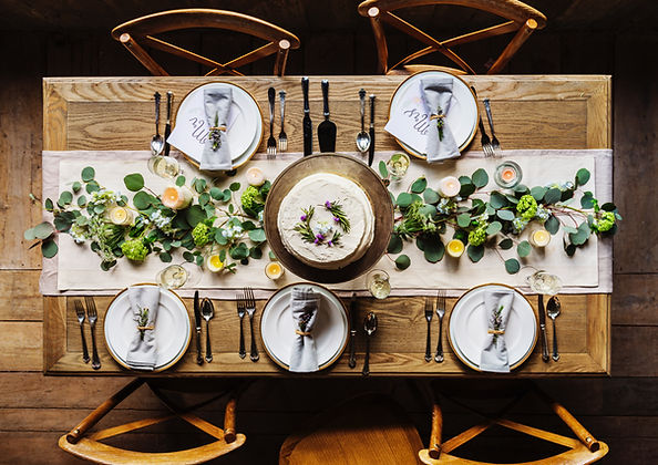 Mesa de cena festiva