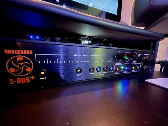 Summit Studios - 2 bus plus