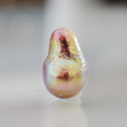 """Fairytale Bird"" 13mm freshwater pearl pendant"