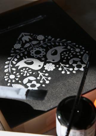 Drevená svadobná krabička na ľudovú nôtu. Ručná výroba a maľba.