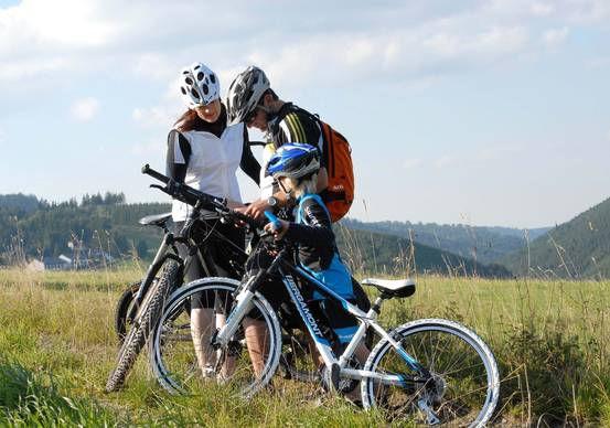 csm_Familie-beim-Fahrradfahren_3a630434f_a025fb1173.jpg