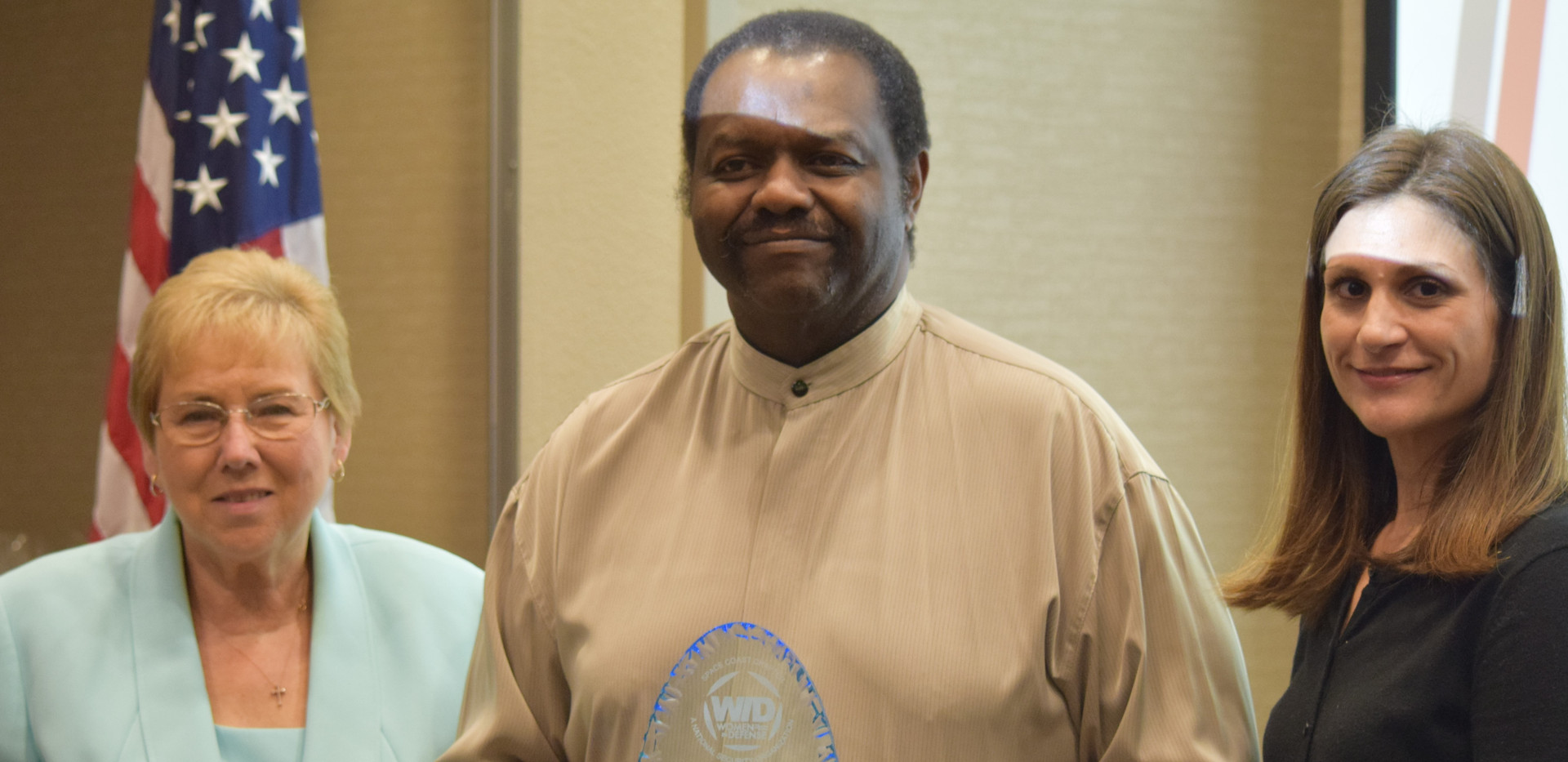 Darrell Thomas receives Volunteer of the Year