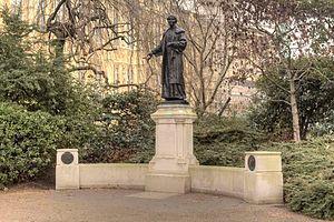 Emmeline_Pankhurst_statue_Victoria_Tower_Gardens