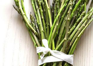 Minestra di asparagi selvatici e domestici