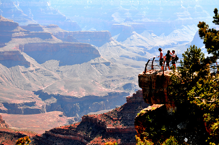 Grand_Canyon_South_Rim_Mather_in_the_Mor
