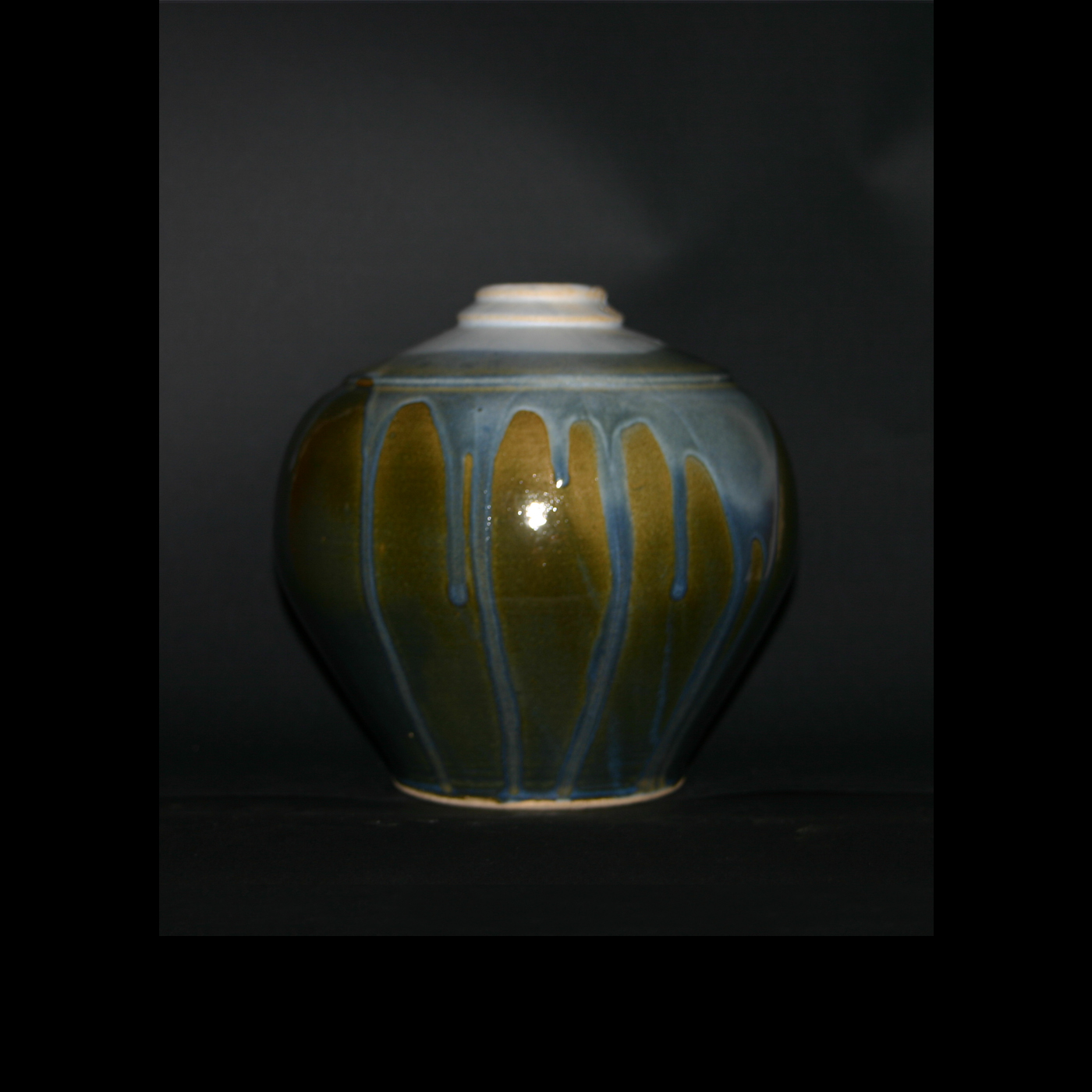running blue on green vase