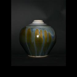running blue on green vase