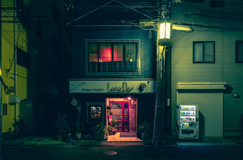 Red in the Night - Japan Photography