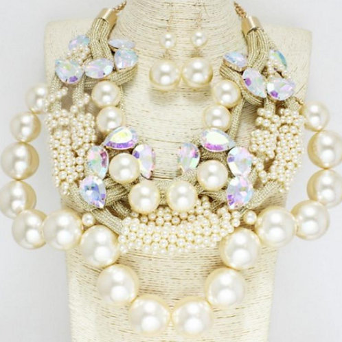 Gold/ Cream (Chunky Pearl Necklace)
