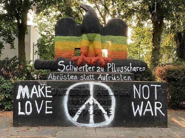 Zeitgemäße Umgestaltung eines hässlichen, alten Nazi-Denkmal in Kalkar