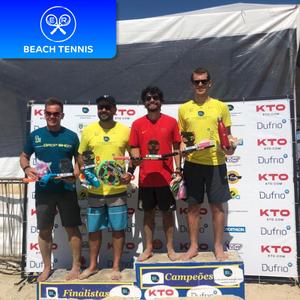 Alunos da er esportes campeões de um torneio de beach tennis