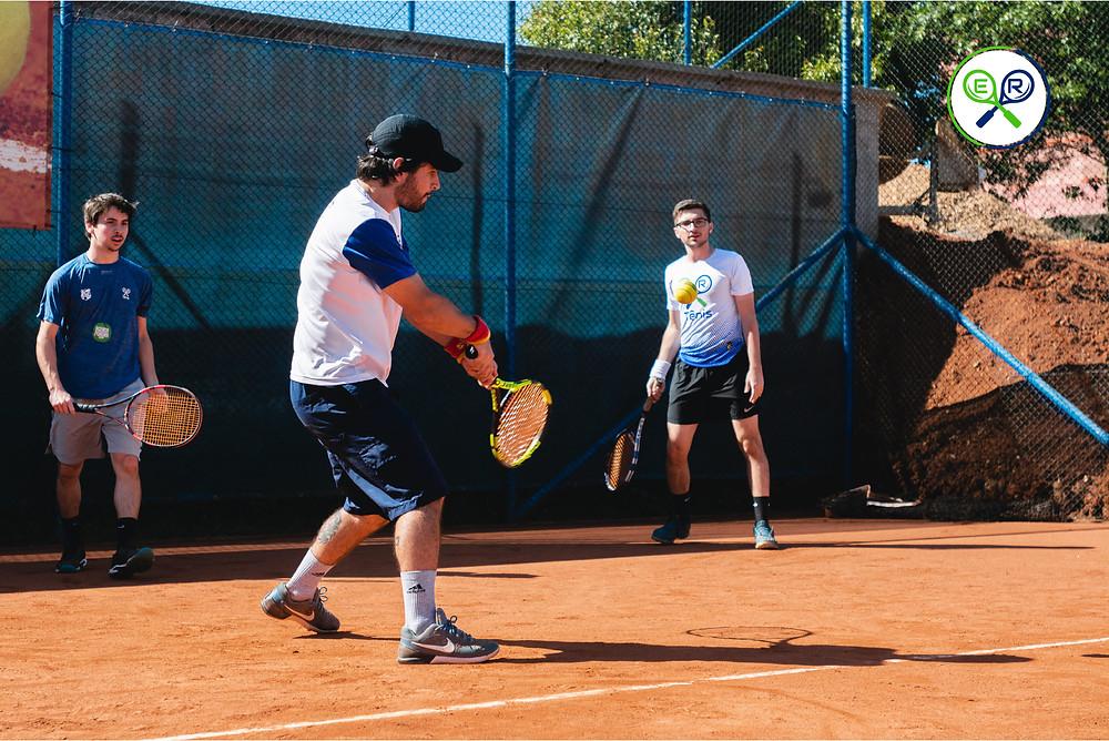 Aula de tênis no Paladino Tênis Clube,em Gravataí, com os alunos que irão jogar o torneio de tênis do clube do comércio.