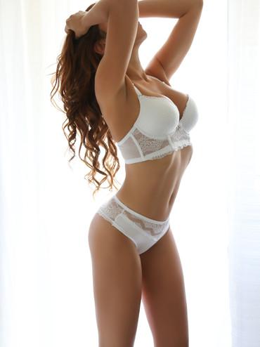 02-natasha-escorte-agence-geneve.jpg