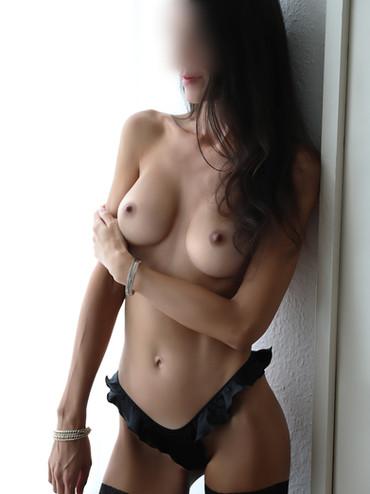 01-Ginette-escorte-paris-agence-escort-g