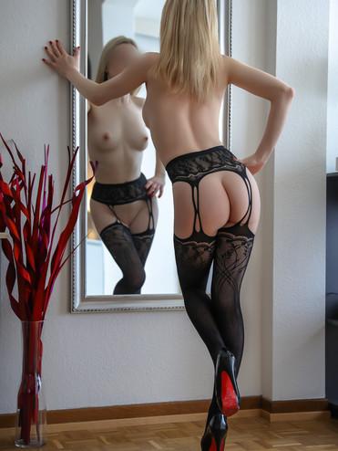 09-escorte-violette-agence-escorte-girl-
