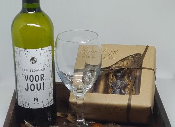 Dienblad met wijn en chocola