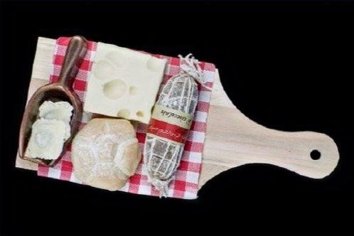 Kaasplankje met pasta en schepje