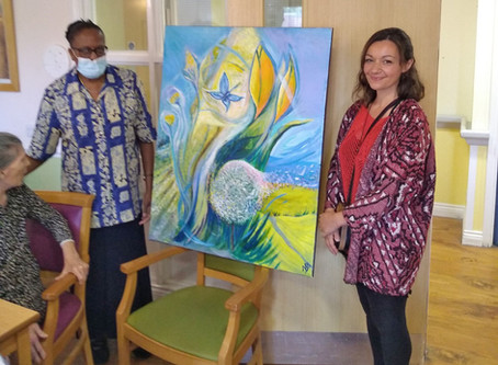 Local artist presents residents at Carter House Care & Nursing Home with dementia friendly artwork