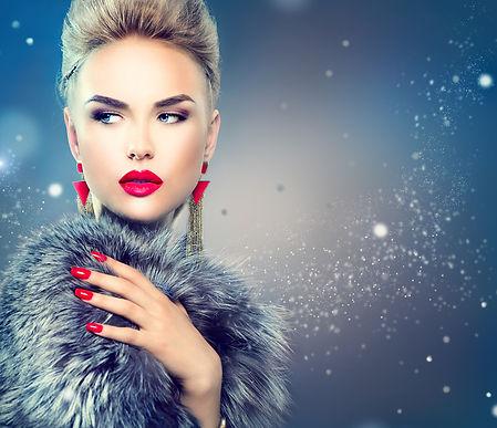 Winter Woman in Luxury Fur Coat. Beauty