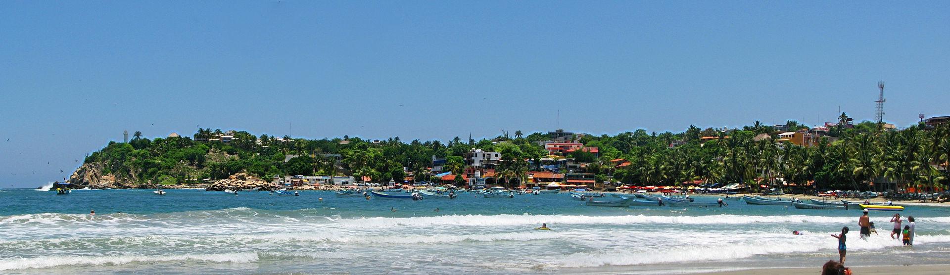Playa_Principal_Puerto_Escondido_Oaxaca.jpg