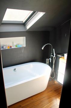 Salle de bain avec baignoire ilot