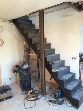 PENDANT / Ouverture d'une trémie & pose d'un escalier sur mesure