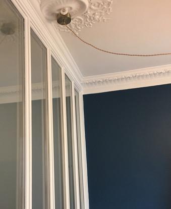 séjour peint en bleu