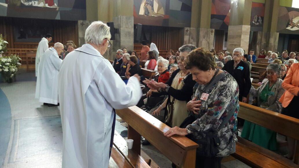 Don Bosco recibe a Enfermos
