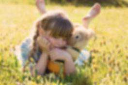 Ekolo-enfant-peluche-nature.jpg